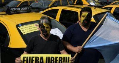 Tombolini desafía a los tacheros y quiere legalizar Uber