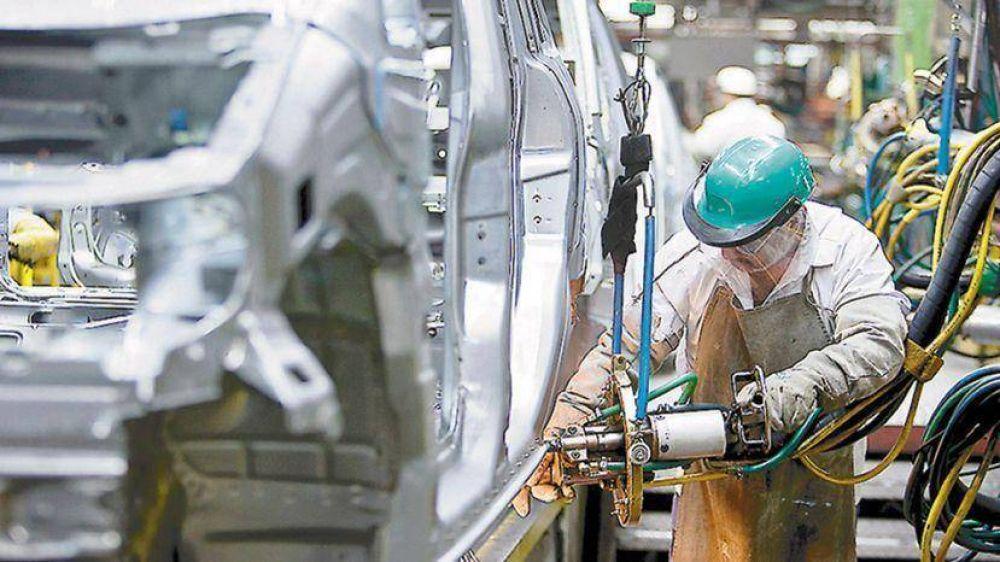 El Gobierno planea flexibilizar convenios colectivos y rebajar aportes a sindicatos
