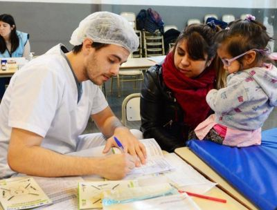 Cada vez más familias de San Fernando obtienen sus Libretas Odontológicas Infantiles