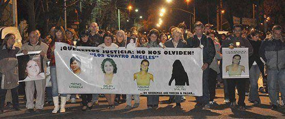 Más de 500 personas marcharon en silencio para recordar a las cuatro víctimas fatales de la combi