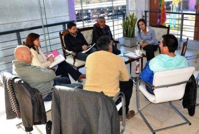 """Gremios contra los """"contratos basura"""" de docentes de escuelas generativas y autogestionadas"""