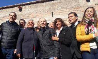 Menem instó a Macri a sacar al país del letargo económico