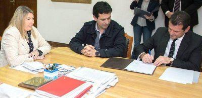 Bertone firmó convenio con el BTF y el IPV para construir 60 nuevas viviendas