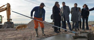 """Marcos Peña recorrió trabajos del PROCREAR en Bahía Blanca: """"Obra pública de calidad en forma transparente"""