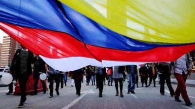 Francisco en Colombia, país suspendido entre la guerra y la paz
