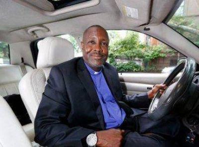 Pastor usa a Uber para evangelizar a los pasajeros