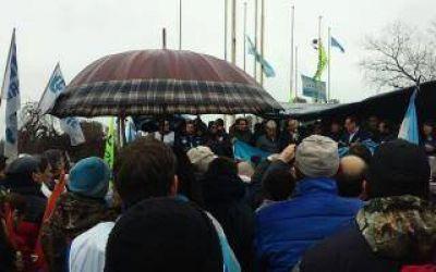 Zárate: Negocian levantar el acampe de los despedidos de Atucha