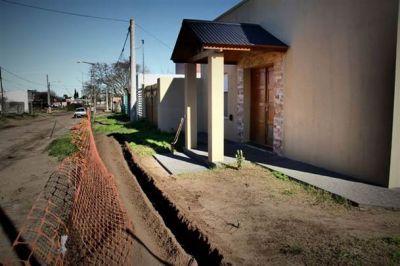 Se retomó la obra de extensión de gas en barrio Acupo