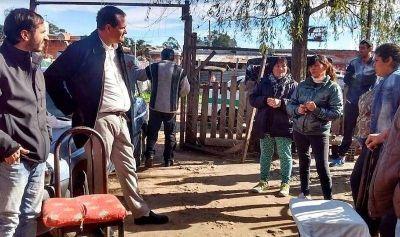 """""""Los barrios se están deteriorando muy rápido"""", aseguró Escudero de recorrida en Los Hornos"""