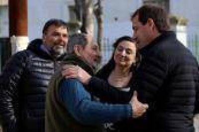 """Garro encabezó 'timbreo' junto a pre-candidatos: """"Recorrer los barrios y escuchar a los vecinos es parte de este cambio"""""""