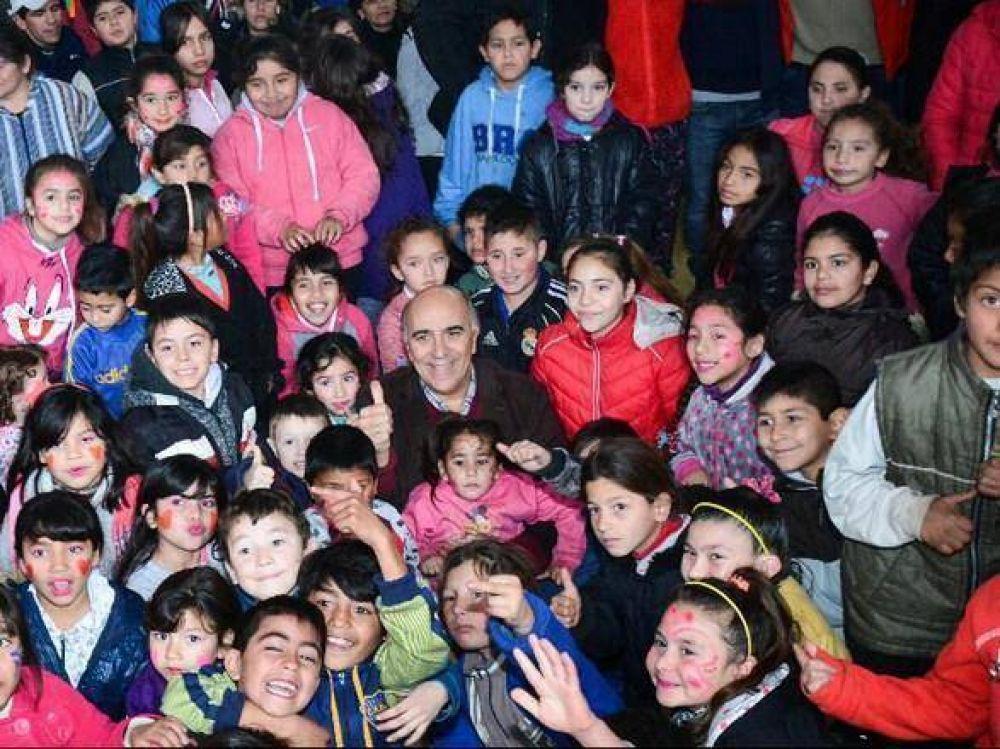 Candidatos de Nueva Acción celebrron el Día del Niño en el barrio Las Heras