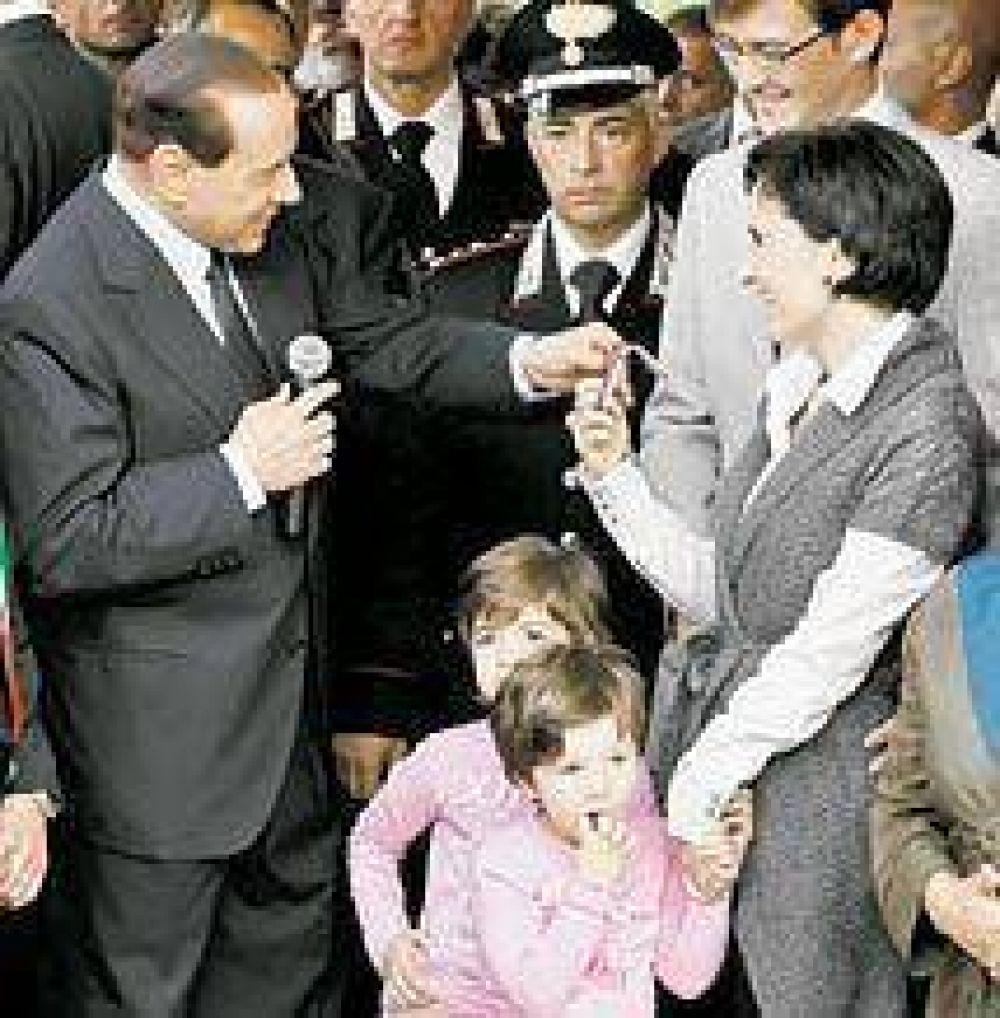 Berlusconi implica a su principal aliado en un caso de prostitución