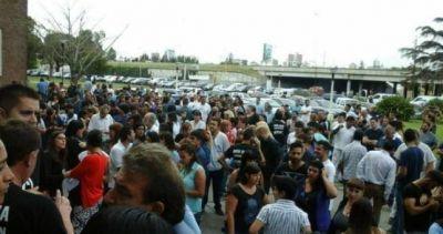 Protesta en el Posadas por despidos, precarización y persecuciones