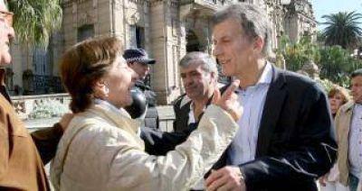 Macri llega a Tucumán en campaña y gambetea a Manzur