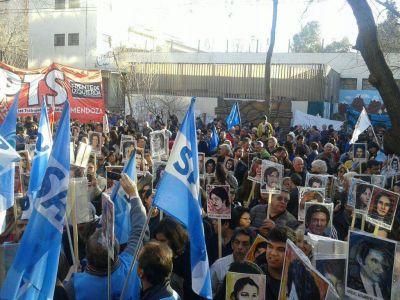 Unas mil personas celebraron las condenas del juicio a los jueces