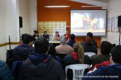 Gabriela Castillo presentó las obras a los referentes barriales