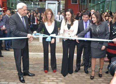 La gobernadora encabezó la inauguración del nuevo edificio del Consejo de Educación