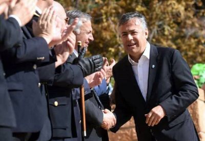 Cornejo criticó la compra de vino en el exterior