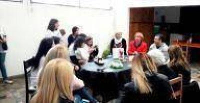 La Plata: Mannarino recorrió diferentes barrios