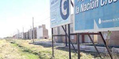 Bº Nueva Formosa: Cientos de viviendas abandonadas y carteles de obras que nunca se cumplieron