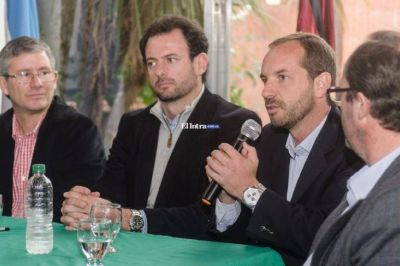 Pino Paz Posse junto a Jose Urtubey y Ramón Ayala participó en la firma del Convenio de Corresponsabilidad Gremial