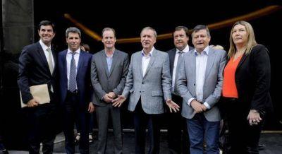 Los gobernadores se reúnen antes de las primarias para marcarle la cancha a Macri y Cristina