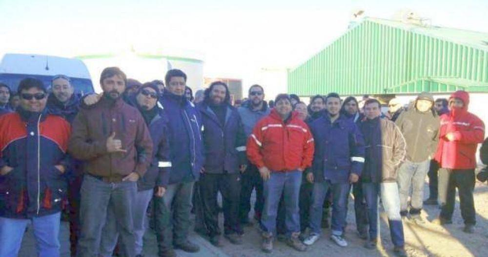 Petroleros toman TecPetrol tras recibir 200 telegramas de despido