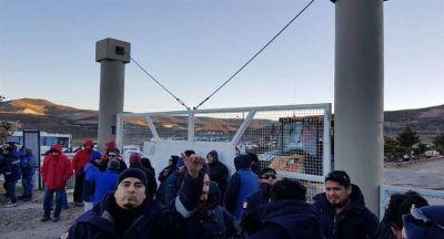 Petrolera de Techint despidió a 249 operarios y trabajadores tomaron yacimiento