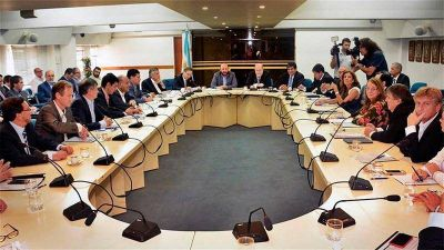 Gobernadores del PJ y la pelea por el reparto de fondos