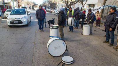 Los municipales mantienen el paro y las protestas
