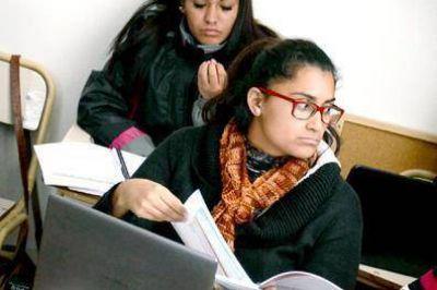 La futura contadora que anexa conocimientos en el curso de la UTTA
