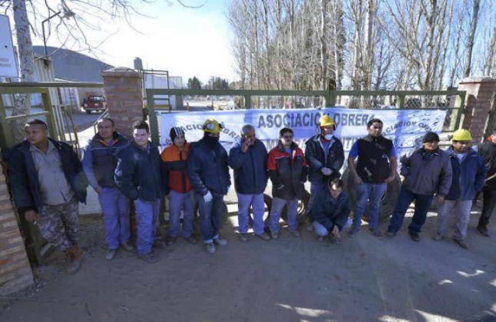 Cerró una empresa de Cutral Co : 16 mineros en la calle