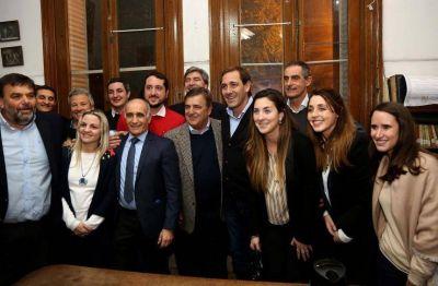 Paz: el Pro y la UCR se mostraron juntos y sonrientes en La Plata