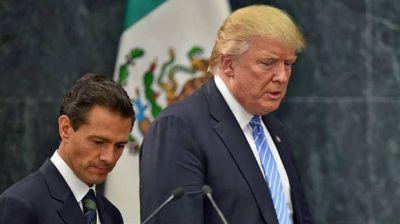 Donald Trump le pidió a Peña Nieto que dejara de decir que no pagará el muro