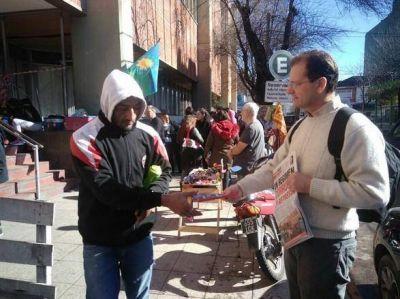 Candidatos del Frente de Izquierda en Mar del Plata en el Materno Infantil