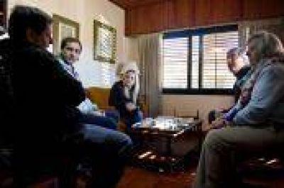 """Garro encabezó 'timbreo' junto a Píparo y Mor Roig: """"El domingo vamos todos a votar por los candidatos de Cambiemos"""", dijo"""