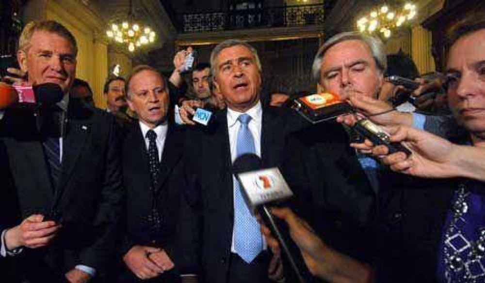 Medios: la centroderecha abandonó el recinto y denunció irregularidades