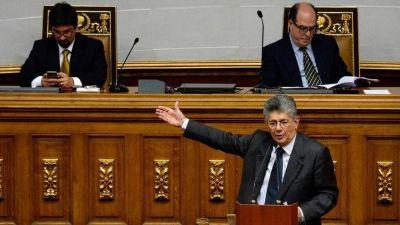La oposición debate si participar o no en la elección de gobernadores