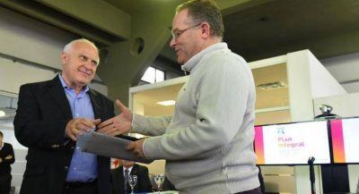 Lifschitz presentó plan integral de intervención ante emergencia hídrica