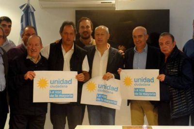 Cerca de las PASO, Scioli se reunió con candidatos y dirigentes de distintas secciones