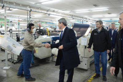 Uñac visitó una fábrica textil que invirtió más de $200 millones