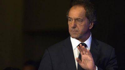 Con agenda paralela y lejos de los flashes, Scioli elige el bajo perfil en la campaña