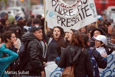 Estudiantes se movilizan junto a ATE