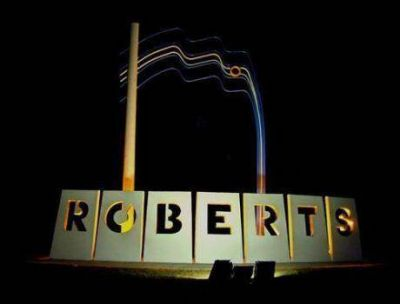 Se construyen cinco cuadras de pavimento en Roberts y próximamente se construirán 20 de cordón cuneta