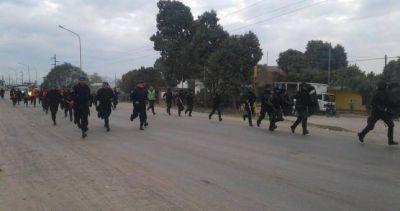 Como en la dictadura: reprimen una protesta de minucipales jujeños y los encierran en el ingenio Ledesma