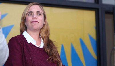 """María Emilia Soria: """"el gobernador se ha paspado las manos aplaudiendo las políticas de Macri"""""""