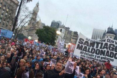 """Miles de personas en Plaza de Mayo: """"Exigimos la aparición con vida de Santiago Maldonado"""