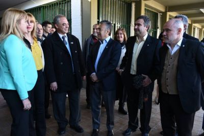 El gobernador mostró satisfacción y apuntó a sus rivales