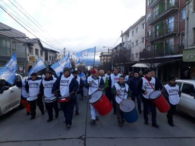 Trabajadores municipales marcharon para reclamar por la normalización del IPROSS