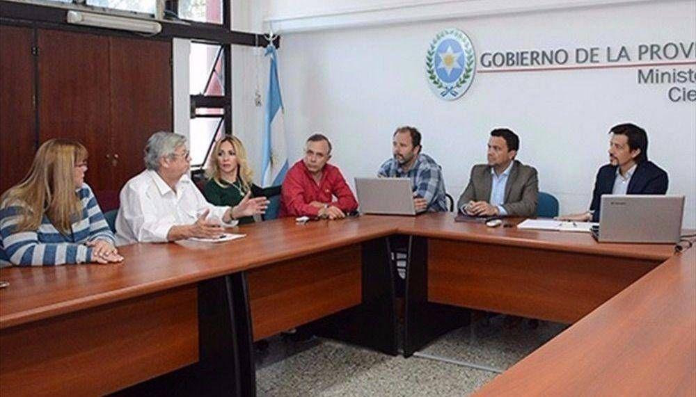 Gremios docentes rechazan el 4% de aumento ofrecido por el Gobierno